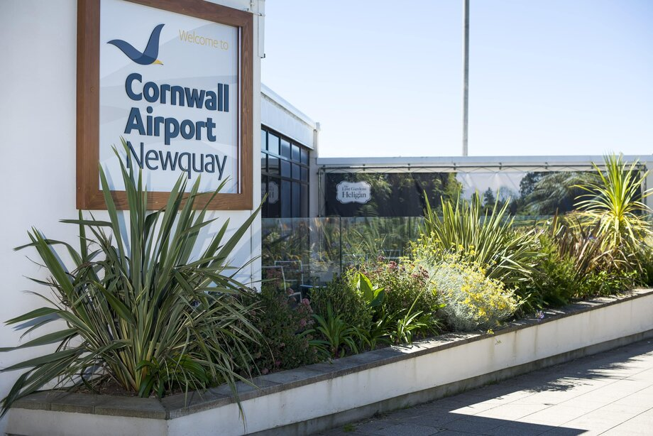 Online booking Cornwall Newquay Airport cars